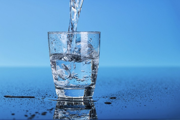 Пейте достаточно воды, чтобы быстро похудеть без диет